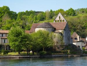 The Dordogne River meets History